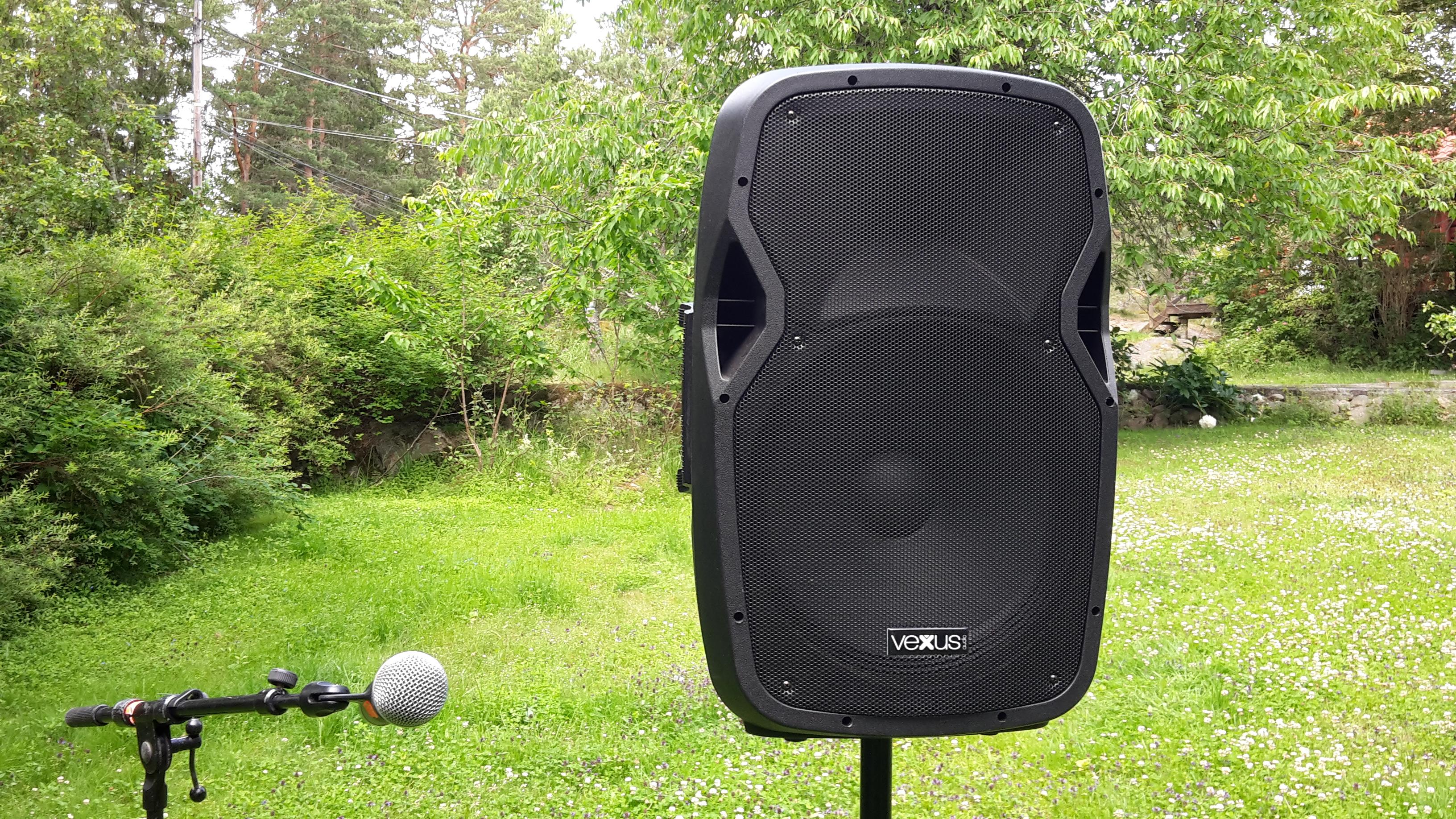 Batteridriven ljudanläggning med trådlös mikrofon - Hyr Ljud och ... 4696a6f6cfd39